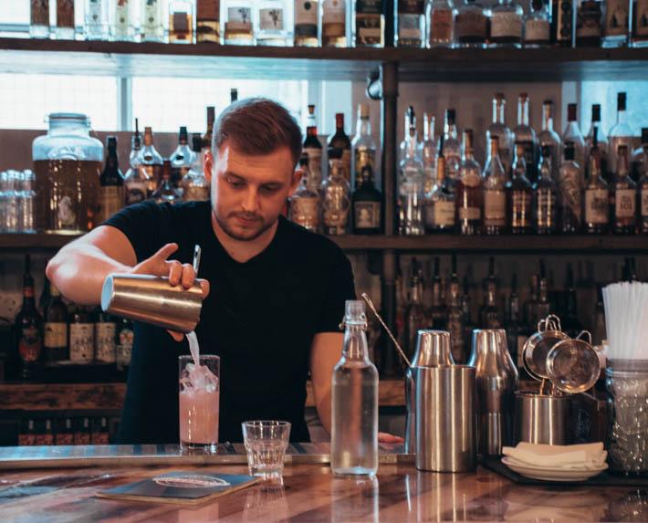 bartender krok upp